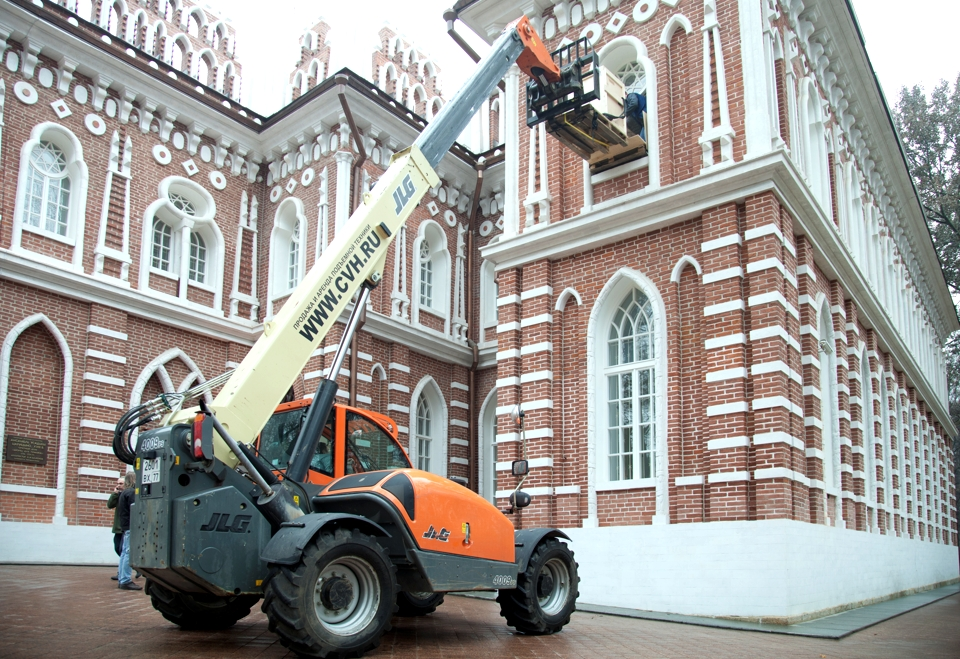 Telescopic handler for rent in Russia from CVH rental and sales