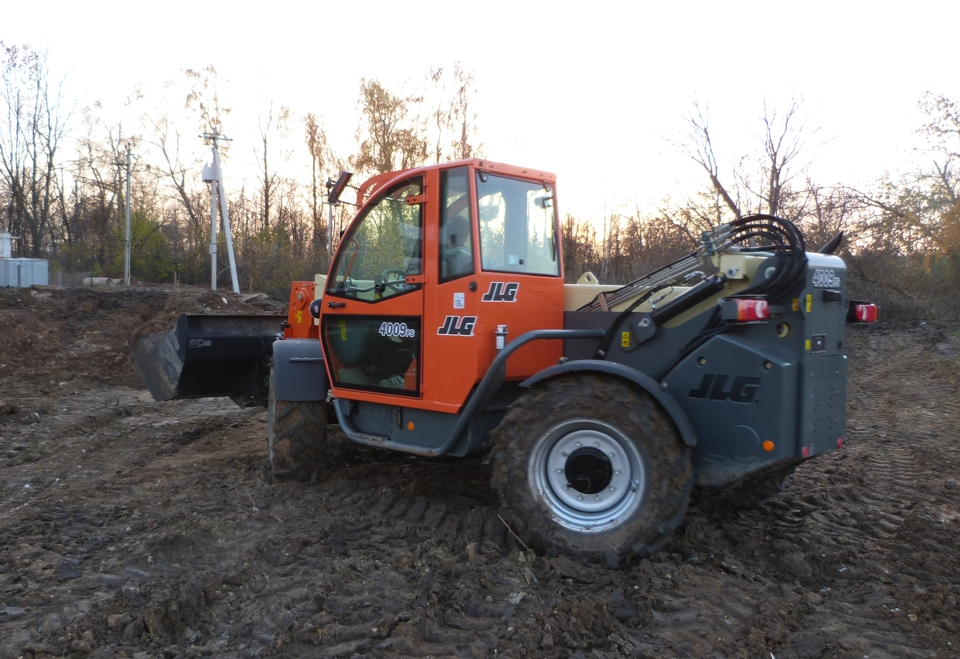 Telehandler JLG 4009PS reagy to rent in Russia